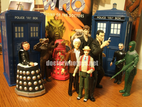 The Dapol and CO Tardis Talking Money Bank with Dapol Davros, Tetrap, Red Dalek, 3rd Doctor, 7th Doctor (light coat), The Master and Ice Warrior, and CO The Doctor Regeneration Set 9th and 10th Doctors - Thanks Sergio